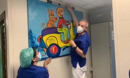 L'artista Gregorio Mancino dona i suoi quadri al Policlinico