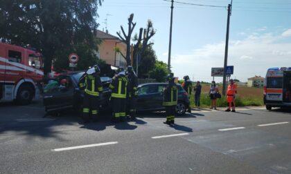 Schianto a Limido: tre auto coinvolte, una finisce nel campo FOTO