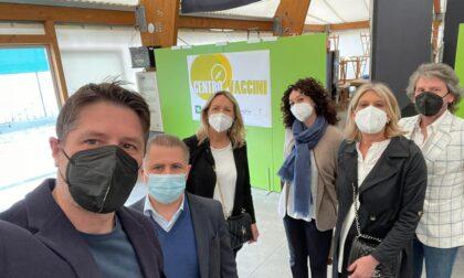 Nicola Molteni e il sindaco di Cantù in visita all'hub vaccinale di Mariano