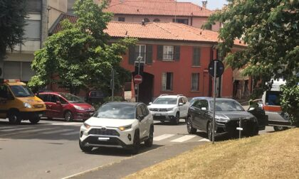Incidente a Cantù scontro tra auto