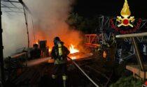 Incendio in un capannone a Mariano Comense