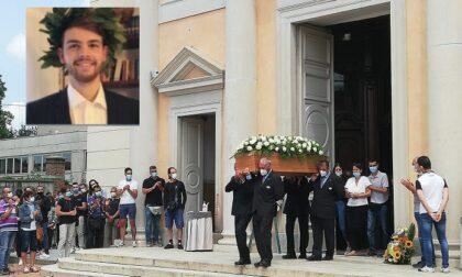 In 500 per l'ultimo saluto a Luca Fusi, il 22enne deceduto nell'incidente nautico