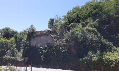 Fabbrica Durini, crolla il tetto di una vecchia cascina