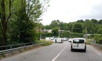 Incidente in via Valle Mulini a Fino Mornasco: scontro tra auto, una si ribalta