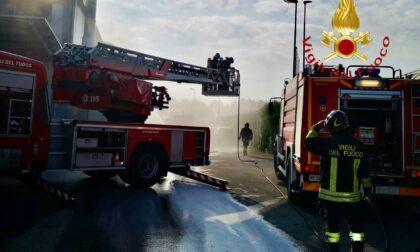 Incendio a Cantù fiamme in un silos
