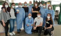 Hub vaccinale, brioche in dono ai medici e agli infermieri