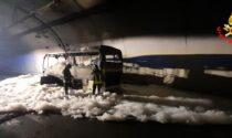 Autobus in fiamme nella galleria Fiumelatte: autista salva un gruppo di ragazzi dell'oratorio di Lipomo