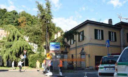 La chiusura di via Borgovico blocca la città: sospeso il cantiere