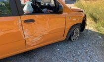 Paura per mamma e due bimbi sull'auto uscita di strada sulla provinciale