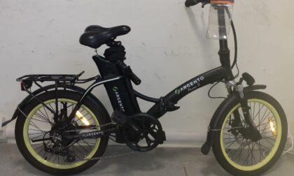 In contromano con la bici elettrica: 36enne in ospedale