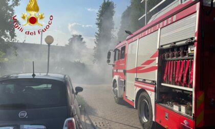 Rifiuti in fiamme a Mariano Comense