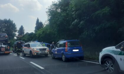 Incidente a Inverigo: finisce fuori strada col furgoncino