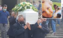 L'ultimo saluto al piccolo Andrea, morto al Sant'Anna durante un'operazione