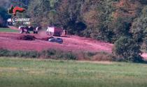 Sversano rifiuti in un'area agricola: sei misure cautelari, coinvolto anche un ex dirigente del Comune di Senna Comasco