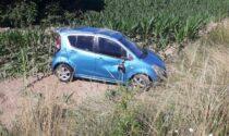 Incidente a Orsenigo si ribalta con l'auto e finisce nella rivetta