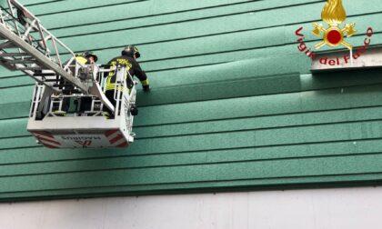 Pannellature pericolanti al Sant'Anna, intervengono i Vigili del fuoco