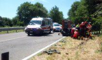 Frontale tra due auto a Erba: due feriti gravi nell'auto capottata