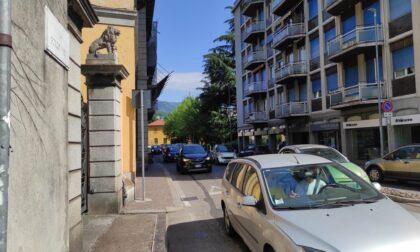 Quasi due mesi di cantiere in via Borgovico: senso unico verso il centro, percorso alternativo per chi esce dalla città