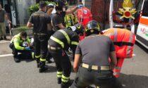 Incidente in Varesina, scontro tra moto e bici: due feriti