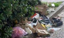 """Via dei Mille, piazza San Rocco, via Leoni: cestini rasi e rifiuti abbandonati. I residenti: """"Basta con questo degrado"""""""