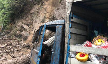Maltempo, smottamento sulla Lariana tra Nesso e Lezzeno: paura per un camionista