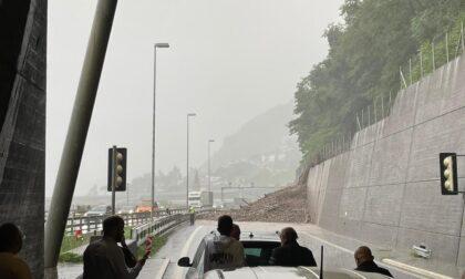 Maltempo in Svizzera, frana dopo la dogana di Gandria: chiuso il valico