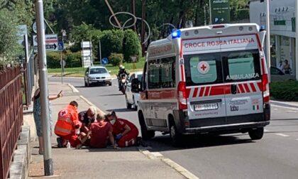 Cade in moto a Cantù: soccorso un anziano
