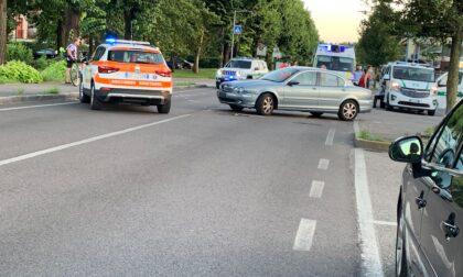 Scontro tra auto e moto a Cantù