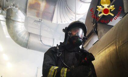 Incendio in un'azienda di tessuti a Como