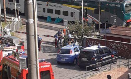 Tragedia in stazione a Inverigo: morto un uomo. Circolazione ferroviaria sospesa
