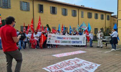 Ca' d'Industria, i lavori non accettano il cambio di contratto: corteo per le strade di Como