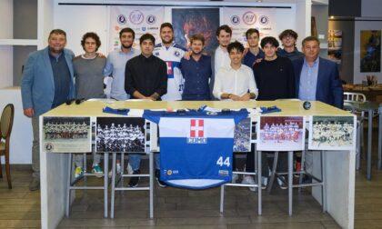 Hockey Como presentate le nuove maglie celebrative della prima squadra biancoblù