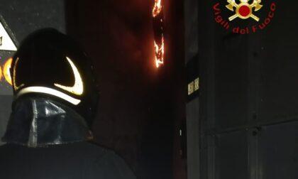 Cabina elettrica in fiamme: black out nella zona di via Varesina