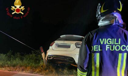 Auto esce di strada a Cadorago