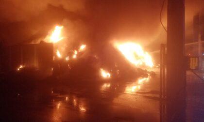 Incendio in azienda di trattamento rifiuti a Cermenate