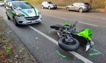 Marianese cade dalla moto dopo un sorpasso
