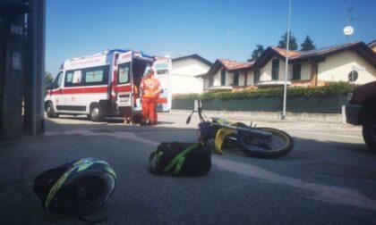 Incidente auto-moto a Locate: coinvolti due vicini di casa