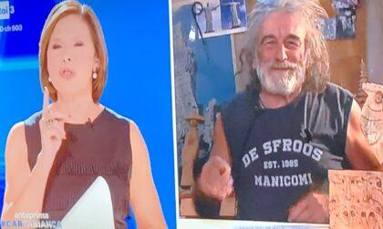 Mauro Corona in Tv sfodera un look da vero De Sfroos