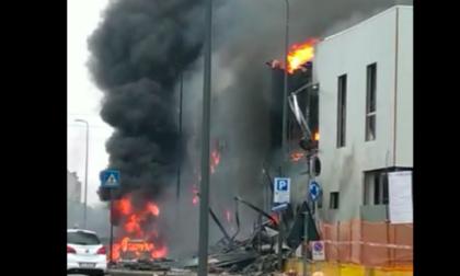 Precipita un aereo in via Marignano, otto persone morte