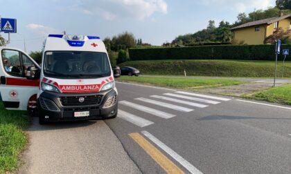 Incidente tra auto e moto ad Appiano: centauro finisce sull'asfalto
