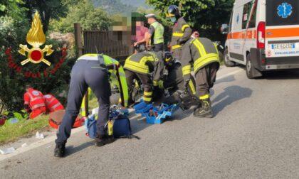 Perde il controllo della moto e finisce fuori strada: paura per un motociclista a Canzo