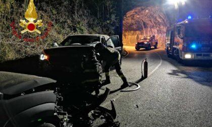 Frontale tra due auto in via per San Fermo: ferito 45enne, gli altri se ne vanno dall'incidente